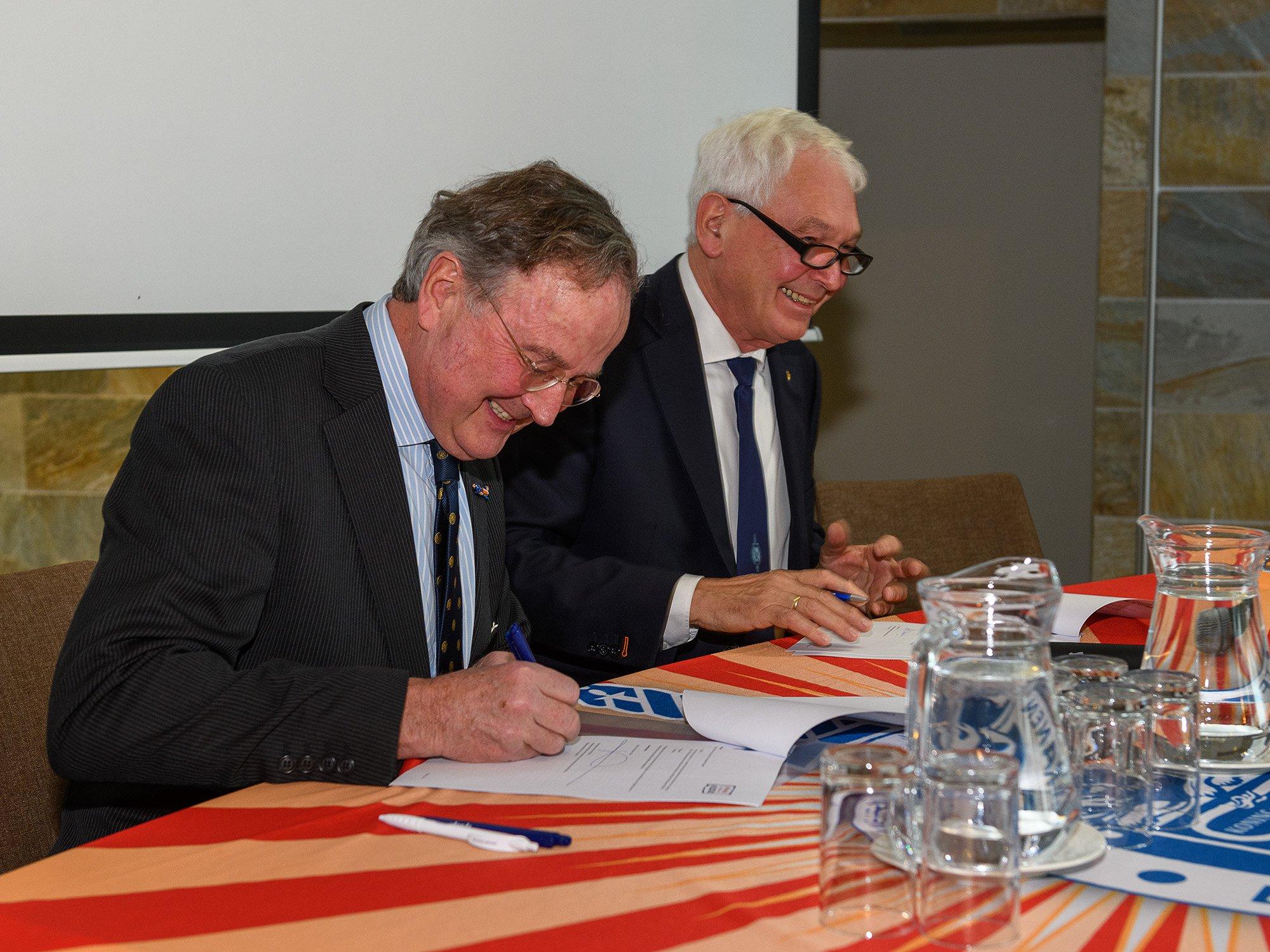 Voorzitters VP en vfonds ondertekenen intentieverklaring
